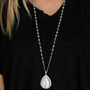 Fashion Flaunt white necklace
